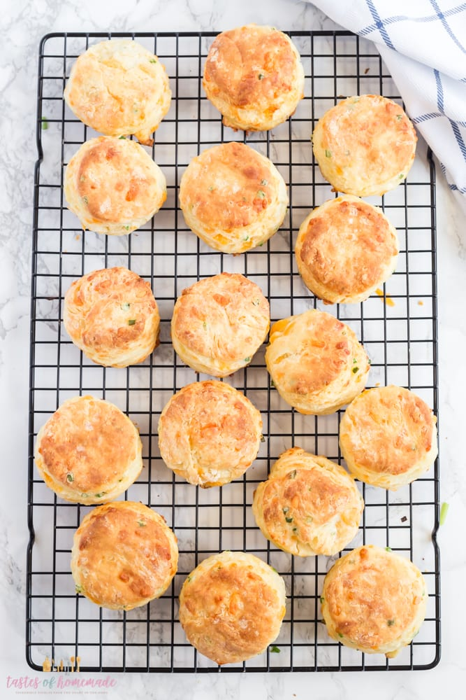 Baked biscuits are on a cooling rack.