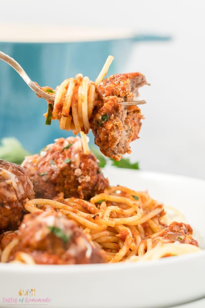 Spaghetti and a meatball on a fork