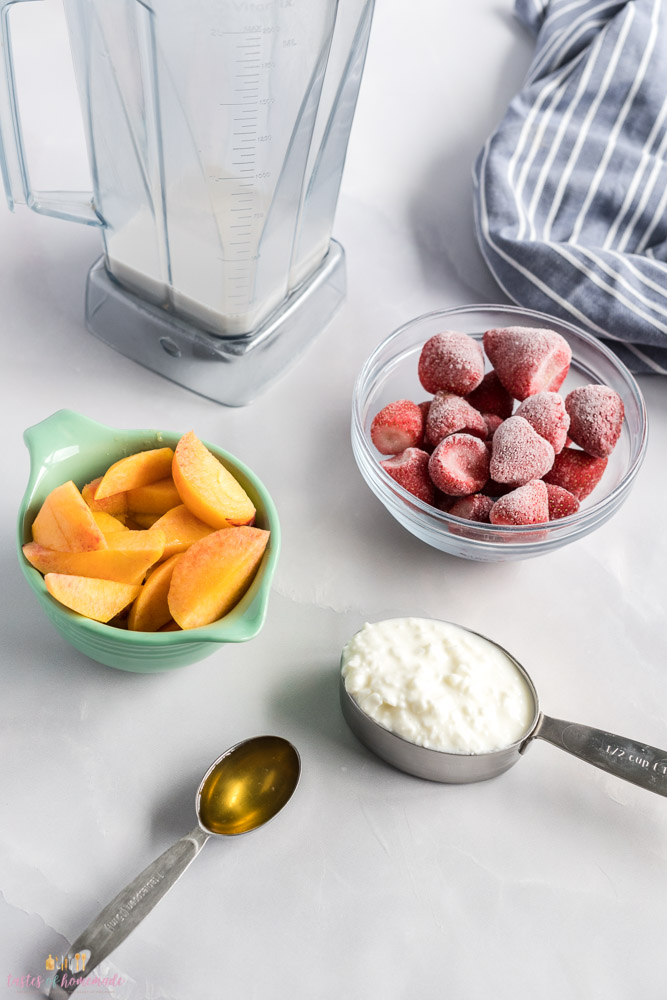 Blender and ingredients for a smoothie on the table
